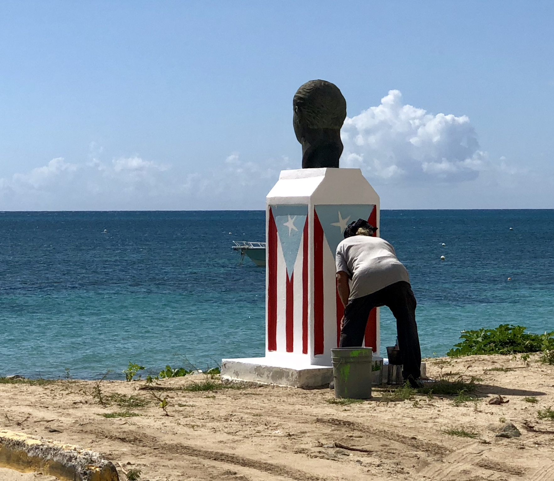 Painting Vieques statue